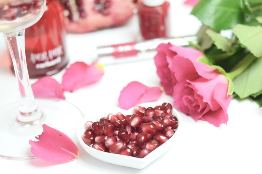 Sekt mit Granatapfel zum Valentinstag