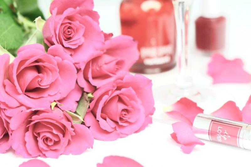 Rote Rosen und Amor Amor von Cacharel zum Valentinstag